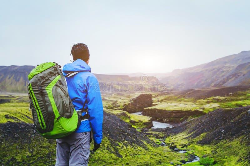 远足者在冰岛 图库摄影