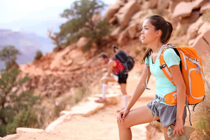 远足者在大峡谷 免版税库存照片