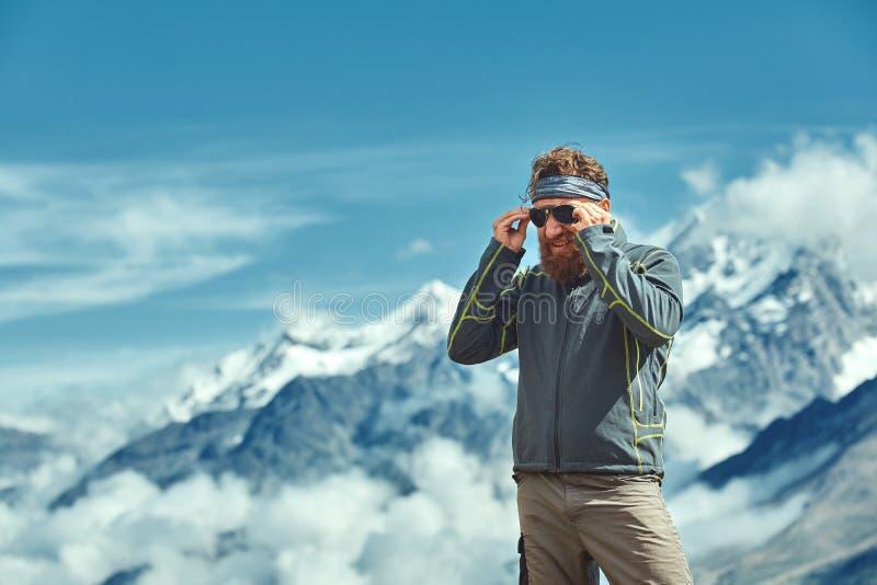 远足者在通行证顶部 免版税图库摄影