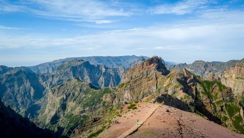 远足道路的Pico Arieiro和Ruivo 免版税图库摄影