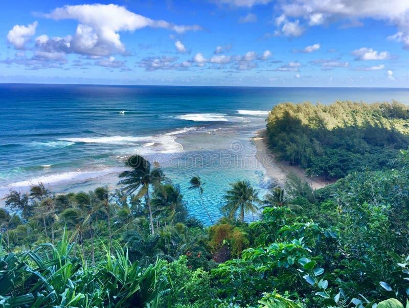 远足风景Kalalau落后对风景Na梵语海岸在考艾岛夏威夷 免版税库存图片