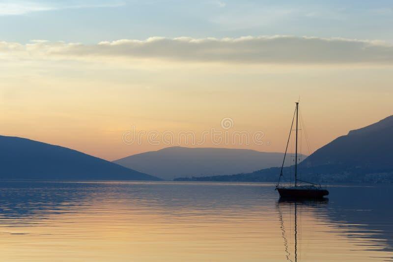 远离 黑山,科托尔湾 免版税库存照片