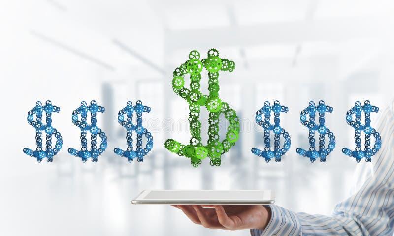 连接和网络概念作为金钱收入手段在白色办公室背景 免版税库存照片