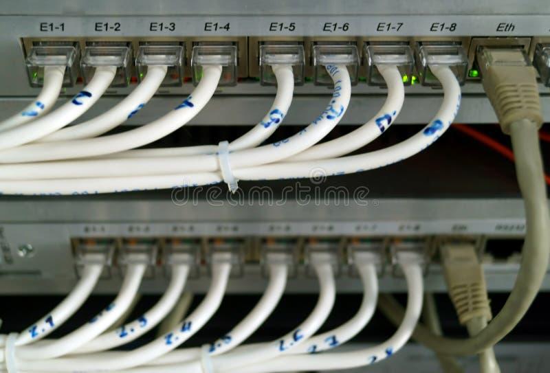 连接在声音和数据流的开关缚住 库存照片