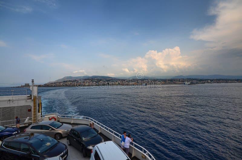连接意大利到西西里岛的渡轮 免版税库存图片