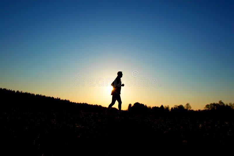 连续日落慢跑者 库存照片