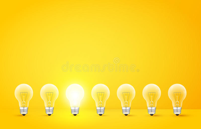 连续站立与发光的一个的电灯泡在黄色背景 不同于其他或奇怪的人概念 向量 库存例证