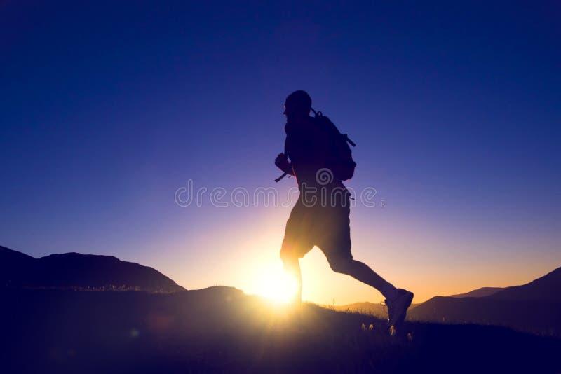 连续耐力跑步的锻炼健康生活方式概念 免版税库存图片