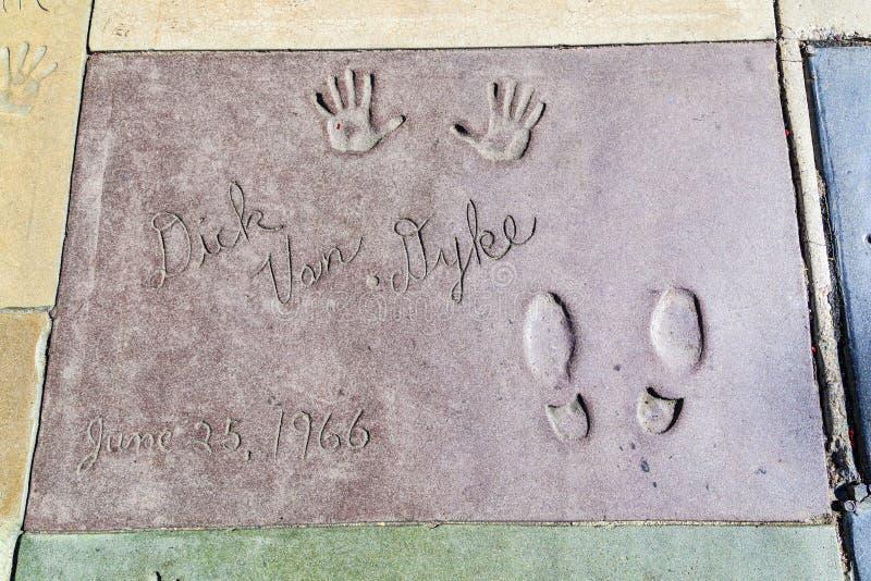 迪克在TCL中国人剧院前面的van Dyke手和脚印  免版税库存图片