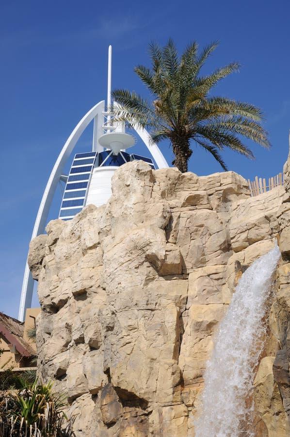 迪拜公园通配旱谷的瀑布 库存照片