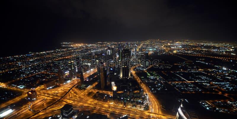 迪拜在晚上 免版税库存图片