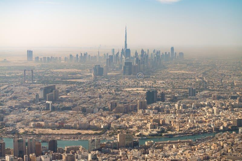迪拜地平线,阿拉伯联合酋长国惊人的鸟瞰图  免版税库存图片
