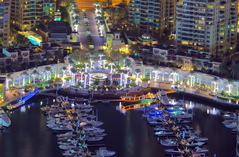 迪拜小游艇船坞游艇 迪拜小游艇船坞摩天大楼, 免版税库存图片