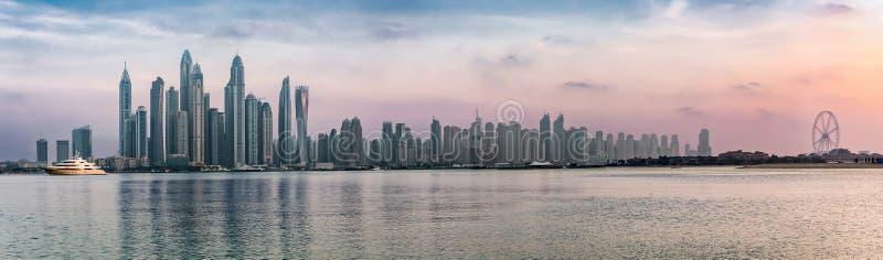 迪拜小游艇船坞的全景 免版税库存照片