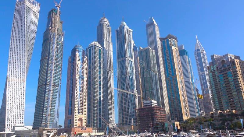 迪拜摩天大楼 迪拜小游艇船坞全景,地平线,都市风景 晚上地平线 迪拜日落 迪拜未来派地平线 Skysc 免版税库存照片