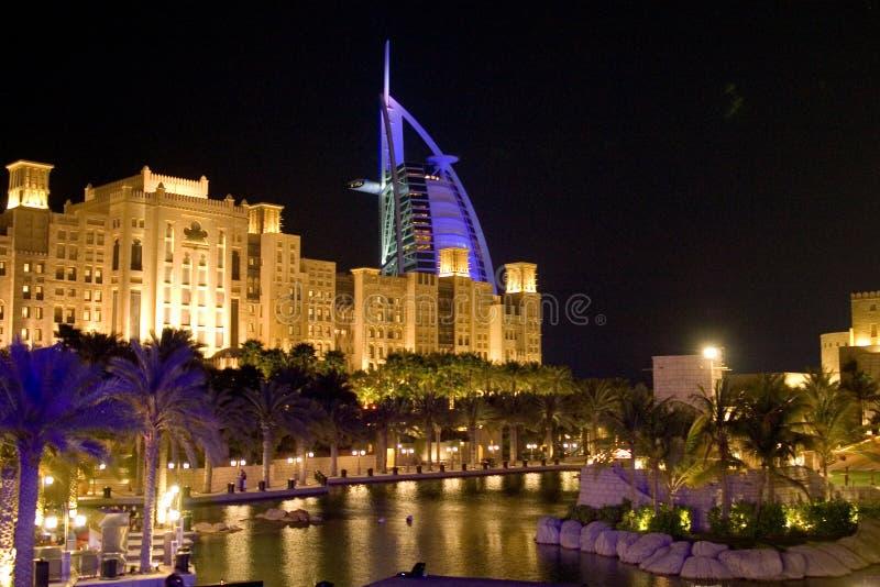迪拜晚上符号 免版税库存照片