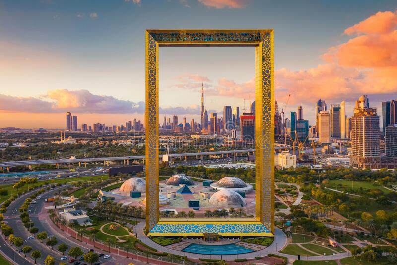 迪拜框架、市中心天际线、阿拉伯联合酋长国或阿联酋的空中景观 智慧城市金融区与商业区 免版税库存图片