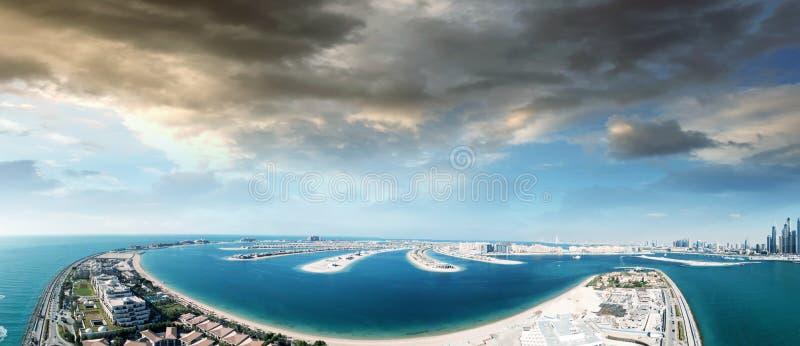 迪拜棕榈黄昏的,鸟瞰图Jumeirah海岛 免版税库存图片
