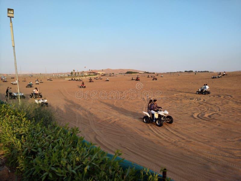 迪拜沙漠徒步旅行队 免版税图库摄影