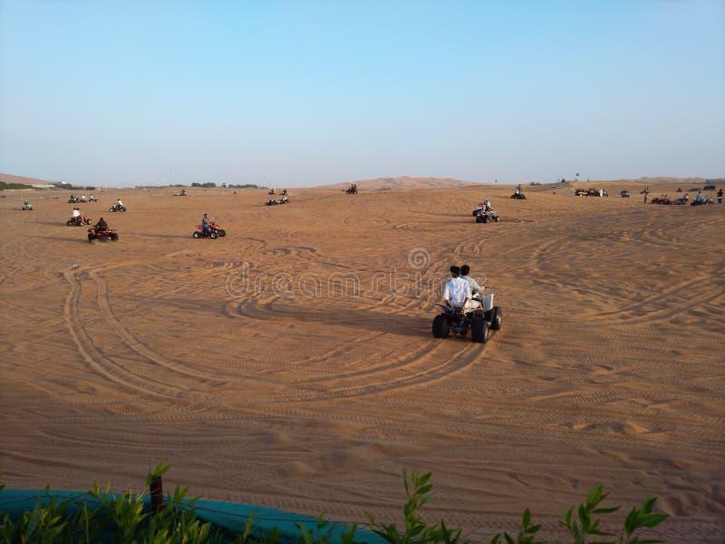 迪拜沙漠徒步旅行队 免版税库存图片