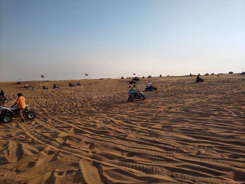 迪拜沙漠徒步旅行队 图库摄影