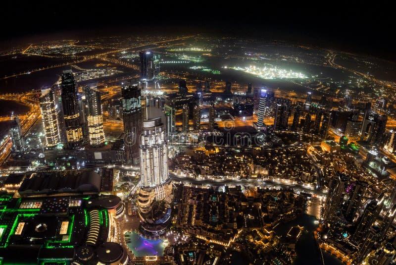 迪拜的都市风景在夜间阿拉伯联合酋长国 免版税库存图片