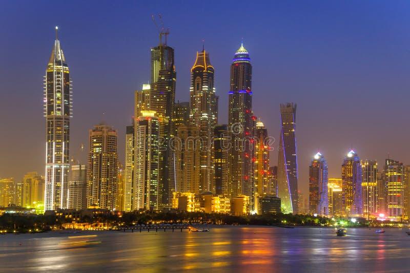 迪拜的都市风景在晚上 图库摄影