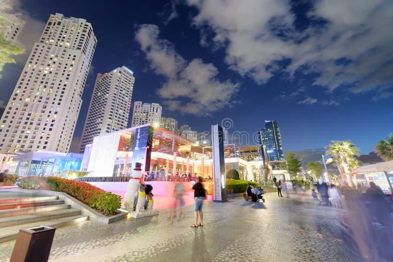 迪拜,阿拉伯联合酋长国- 2016年12月9日:迪拜小游艇船坞地平线在晚上  免版税图库摄影