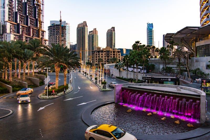 迪拜,阿拉伯联合酋长国- 2018年2月5日:迪拜购物中心繁忙的入口 免版税库存照片
