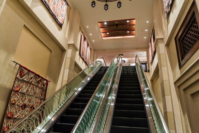 迪拜,阿拉伯联合酋长国- 2016年10月21日:Madinat卓美亚奢华酒店集团旅馆在迪拜,团结的阿拉伯人Emirat内部  免版税库存图片