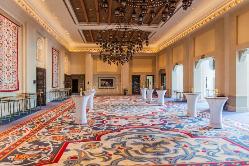 迪拜,阿拉伯联合酋长国- 2016年10月21日:Madinat卓美亚奢华酒店集团旅馆在迪拜,团结的阿拉伯人Emirat内部  免版税库存照片