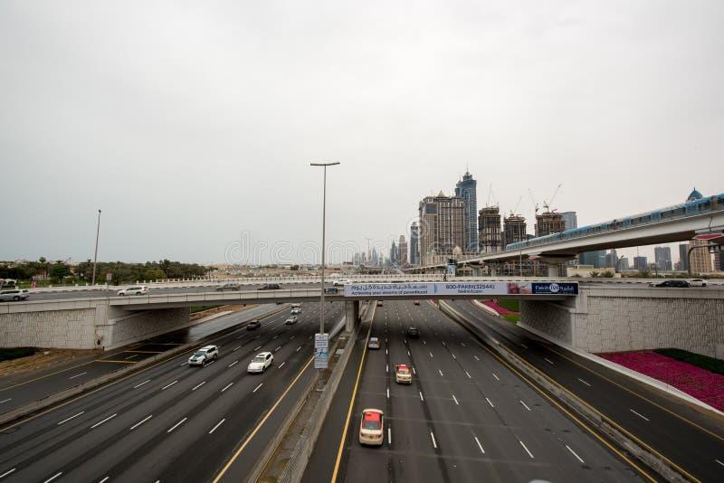 迪拜,阿拉伯联合酋长国- 2016年4月1日, :作为世界的最长的充分地自动化的地铁网络(75 km)的迪拜地铁 2016 4月1日,配音 库存图片