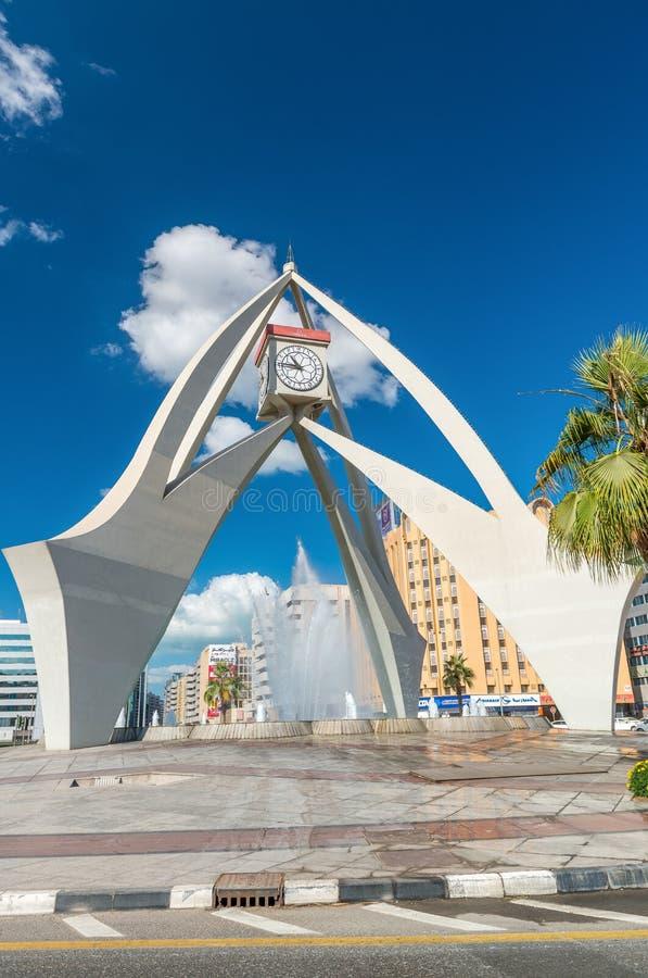 迪拜,阿拉伯联合酋长国- 2016年12月11日:钟楼环形交通枢纽在Deira, 免版税库存照片
