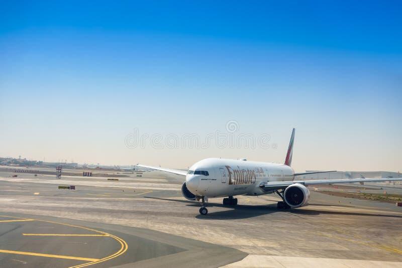 迪拜,阿联酋- 4月27 :波音777-300ER酋长管辖区 库存图片
