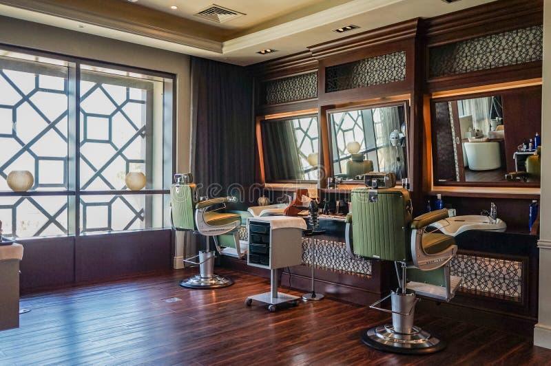 迪拜 夏天2016年 室内设计现代理发店 库存照片