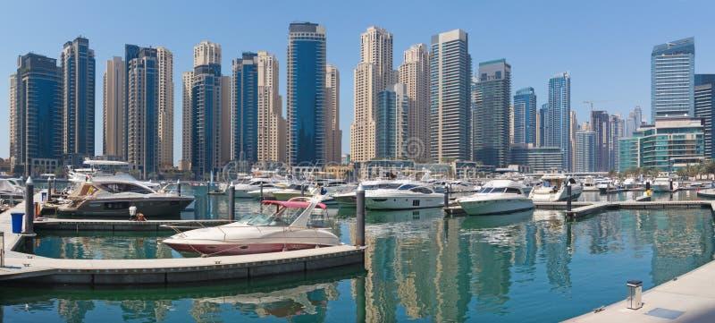 迪拜-小游艇船坞旅馆全景  库存照片