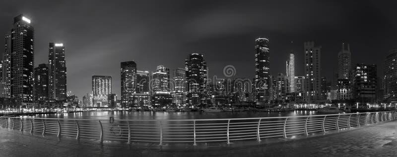 迪拜-小游艇船坞每夜的全景  免版税库存图片
