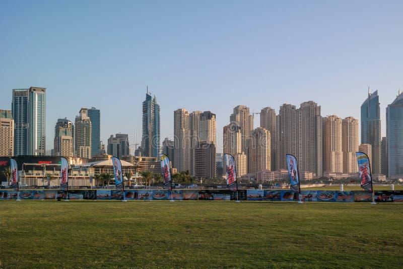 迪拜JBR地平线、卓美亚奢华酒店集团海滩胜地、一个新的旅游景点区域与商店,餐馆和住宅摩天大 库存图片
