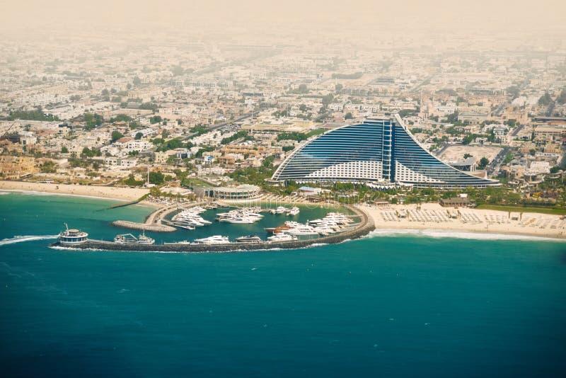 迪拜Jumeirah海滩,阿拉伯联合酋长国 目的地玻璃扩大化的映射旅行 免版税库存照片