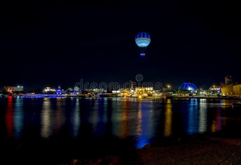 迪斯尼春天全景在晚上被阐明的 免版税库存图片