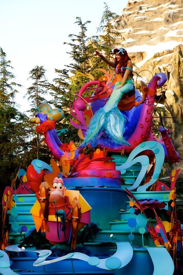 迪斯尼游行垂直的阿列尔公主 免版税图库摄影