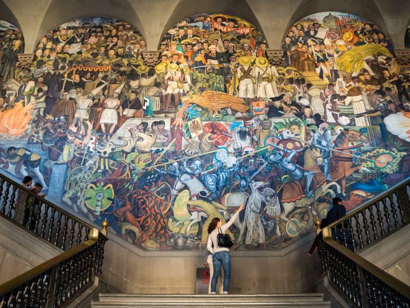迭戈・里韦拉绘画在全国宫殿在墨西哥城,历史中心zocalo 库存照片