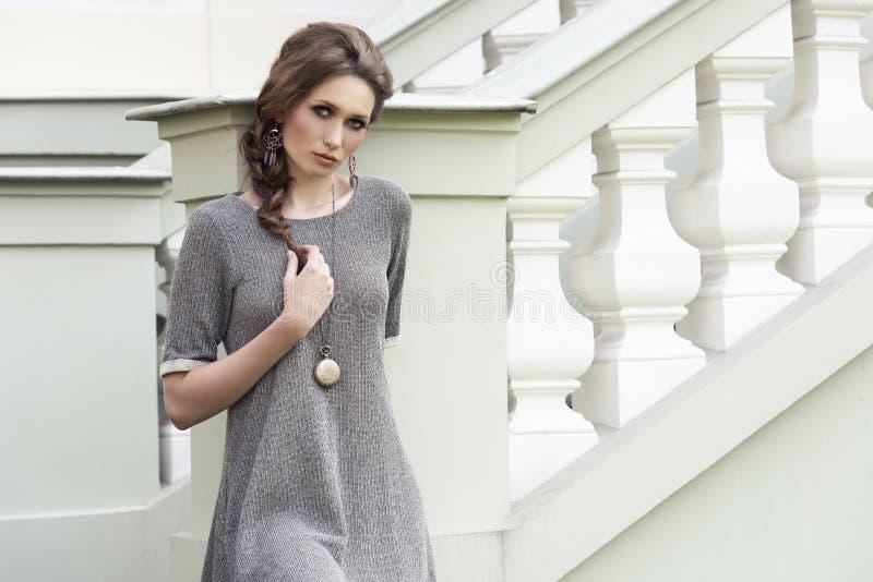 迷人的典雅的时尚女性 免版税库存图片