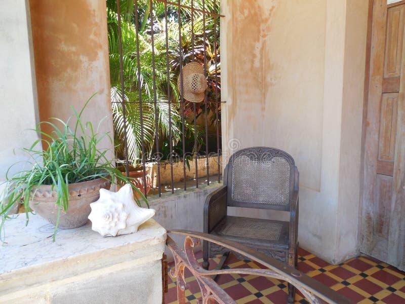 迷人的古巴露台 免版税库存图片