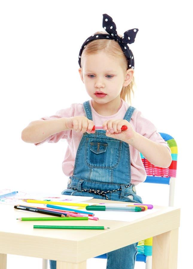 迷人的小女孩画与标志,当时 免版税库存图片