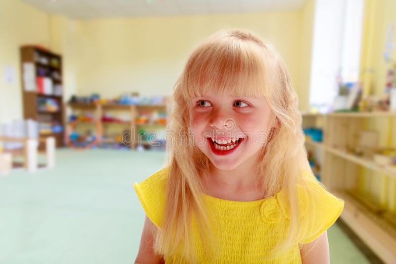 迷人的小女孩 免版税库存照片