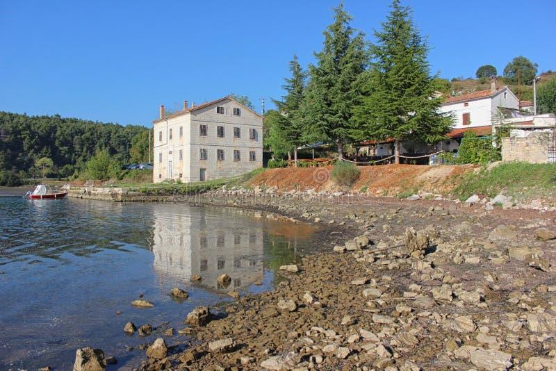 迷人的小Istrian镇沥青Torre 免版税库存照片