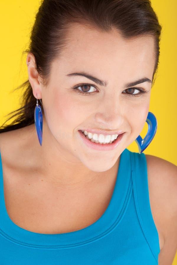 Download 迷人的微笑的妇女 库存图片. 图片 包括有 黑暗, 性感, 题头, 关闭, 偶然, 健康, 特写镜头, 逗人喜爱 - 22358715