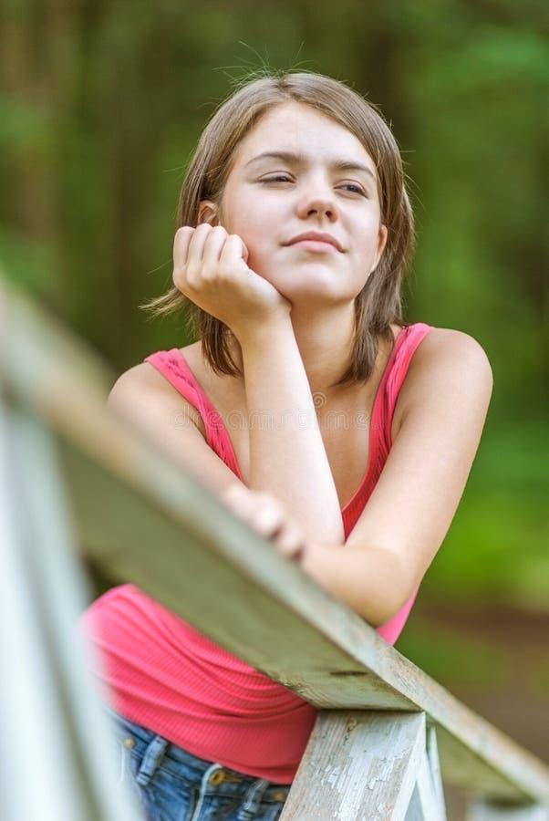 迷人的年轻女性画象  免版税库存照片