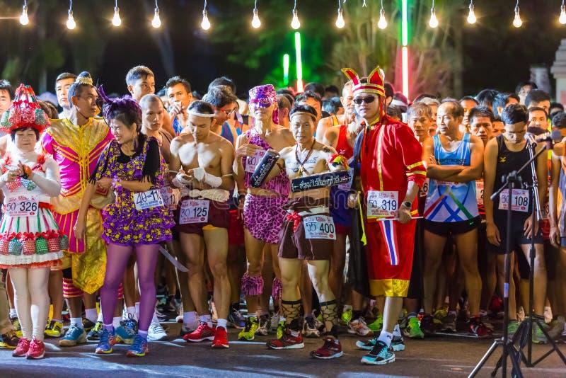 迷你马拉松种族的花梢连续运动员 免版税库存图片